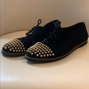 Steve Madden Size 8 Black Oxfords with Gold Spikes